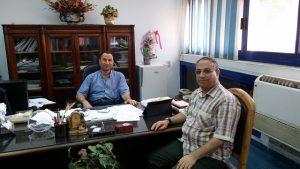 د. أسامة بدير يقدم خطاب الاعتذار لمدير معهد الإرشاد الزراعى